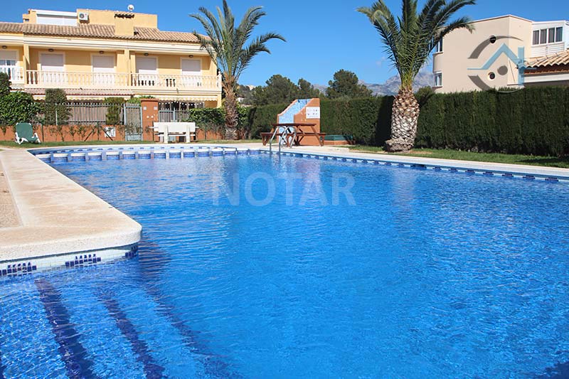 Sun rich property with direct access to the pool
