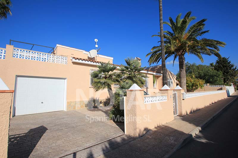 A beautiful highly maintained villa all on one floor